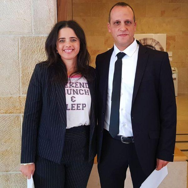 עורך דין אוהד שמואלי עם שרת המשפטים איילת שקד בכנסת